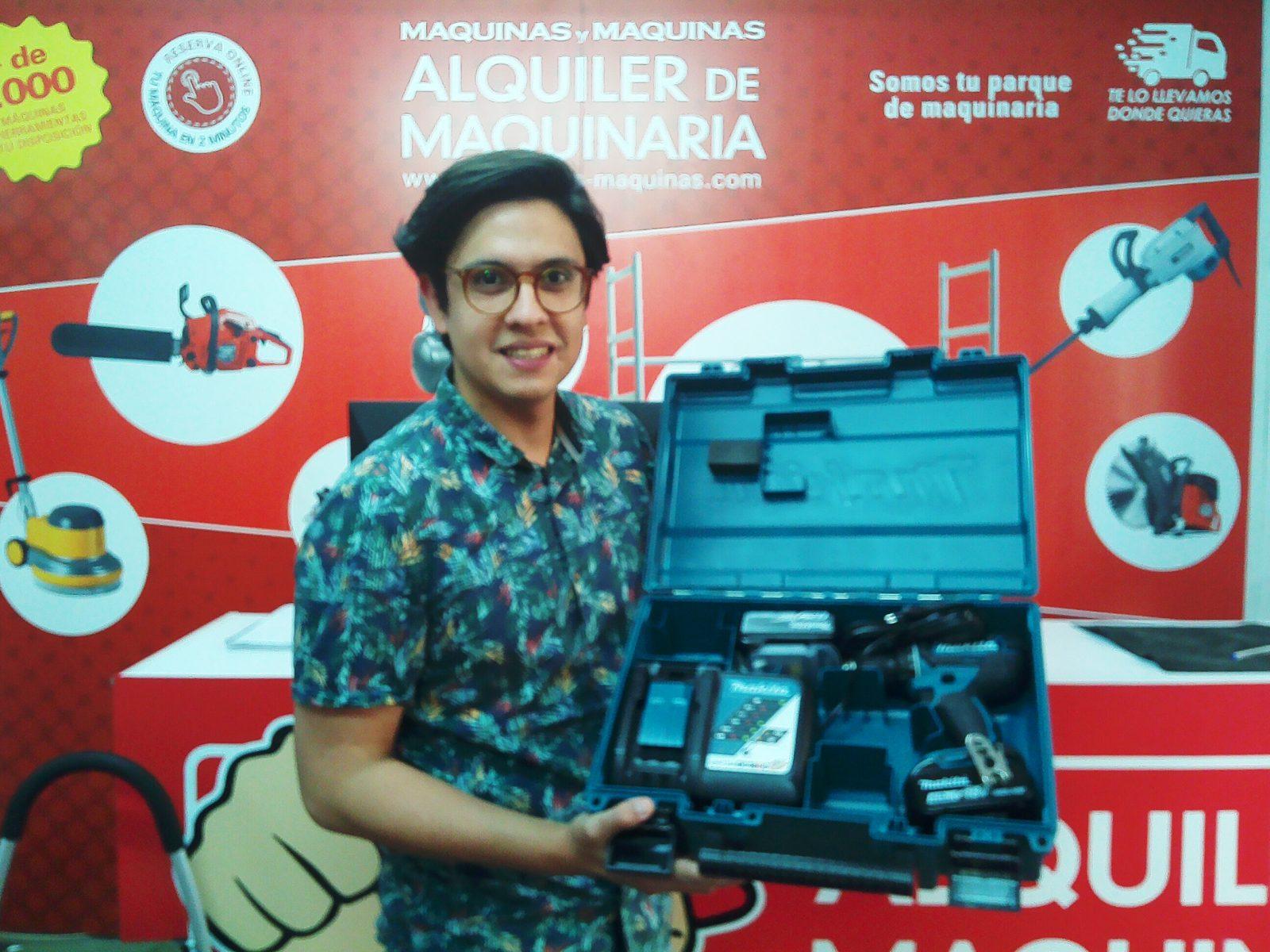 Recogida de premio Guillermo Ávila ganador del sorteo 2019/04/05