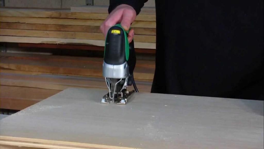 Alquiler de sierra caladora 650w 230v maquinas y for Maquina acuchillar parquet alquiler